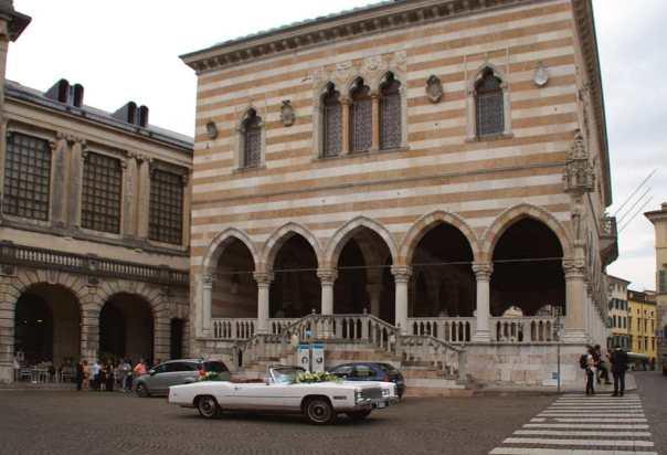 0019 Langeweile - vor Loggia del Lionello in Udine - Foto © Wolfgang Pehlemann DSC03367