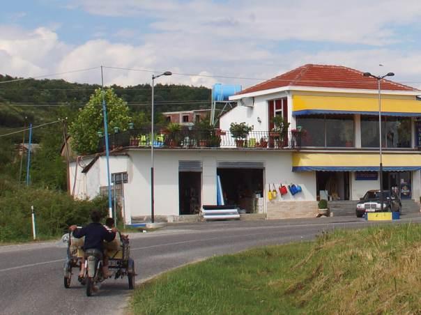 0056 Und so fährt man n Benz  in Albanien - Foto © Wolfgang Pehlemann DSC05749