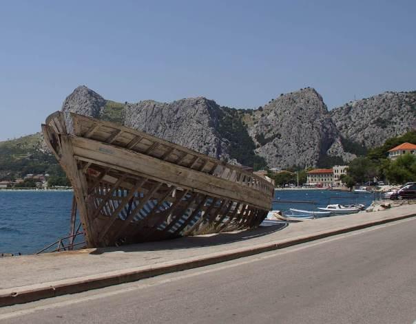 0064 Wer hats liegenlassen Am Weg des IC in Kroatien - Foto © Wolfgang Pehlemann DSC06373
