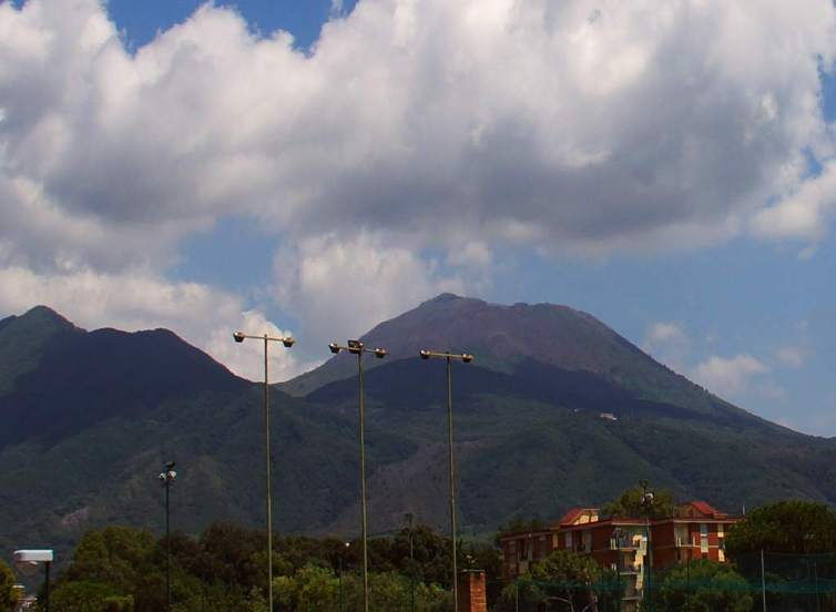 0110 46 Eine Frau wie ein Vulkan Vesuvio Italia - Foto © Wolfgang Pehlemann DSC04417