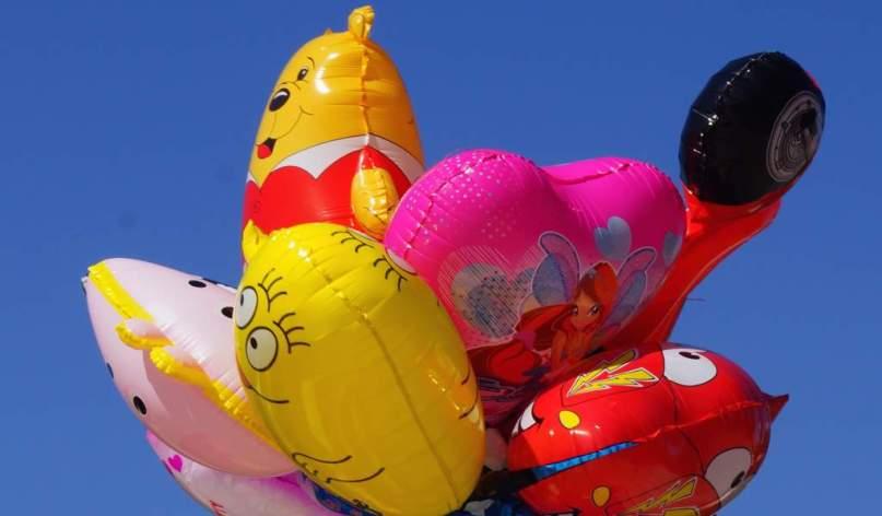 0133 70 99 Nena-Luftballons Hab' 'nen Luftballon gefunden denk an dich und lass ihn fliegen Foto © Wolfgang Pehlemann DSC09245